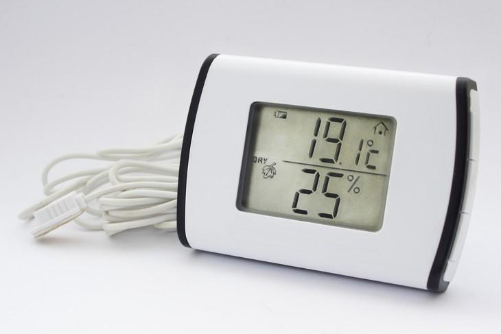 ein digitales hygrometer mit thermometer