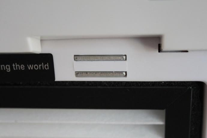 die frontplatte wird mit magneten befestigt